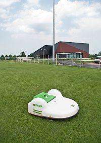 Automatische Rasenpflege für große Rasenflächen