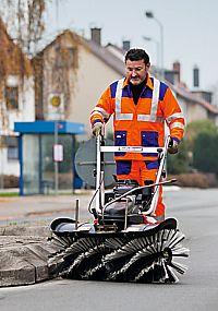 Maschinen für die Parkplatzpflege