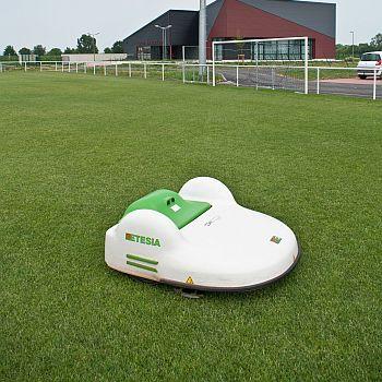 Die Sportplatz Roboter Etmower Von Etesia Deterding Gmbh